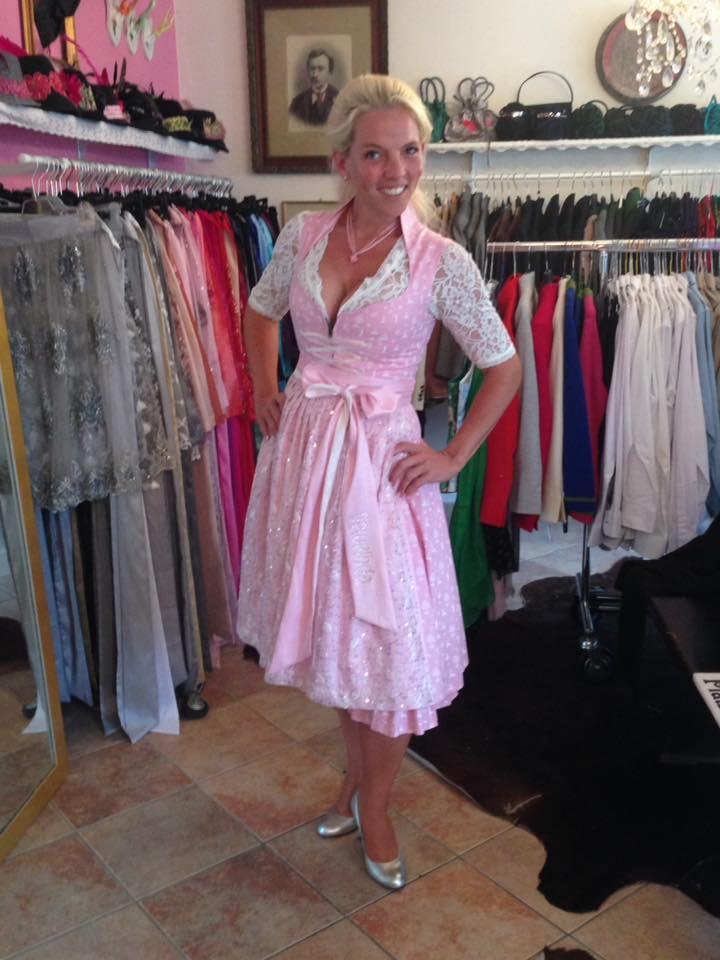 Franzi in ihrem neuen Geweihda Outfit