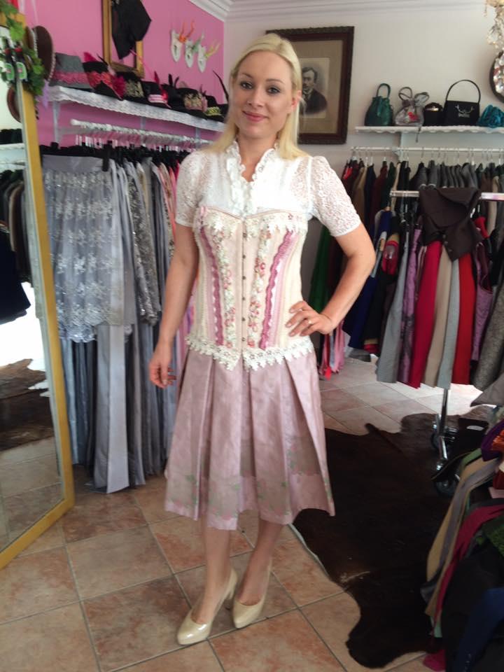 Wiesn 2016 - Katharina in ihrem neuen Geweihda-Outfit