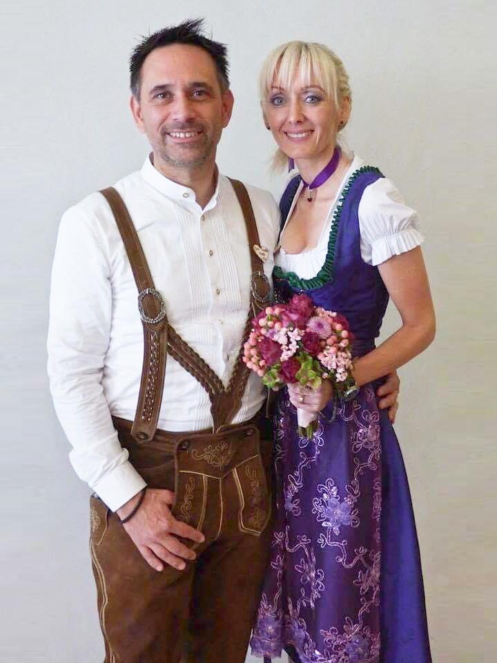 Ein wunderbares Brautpaar in Geweihda Trachtencouture